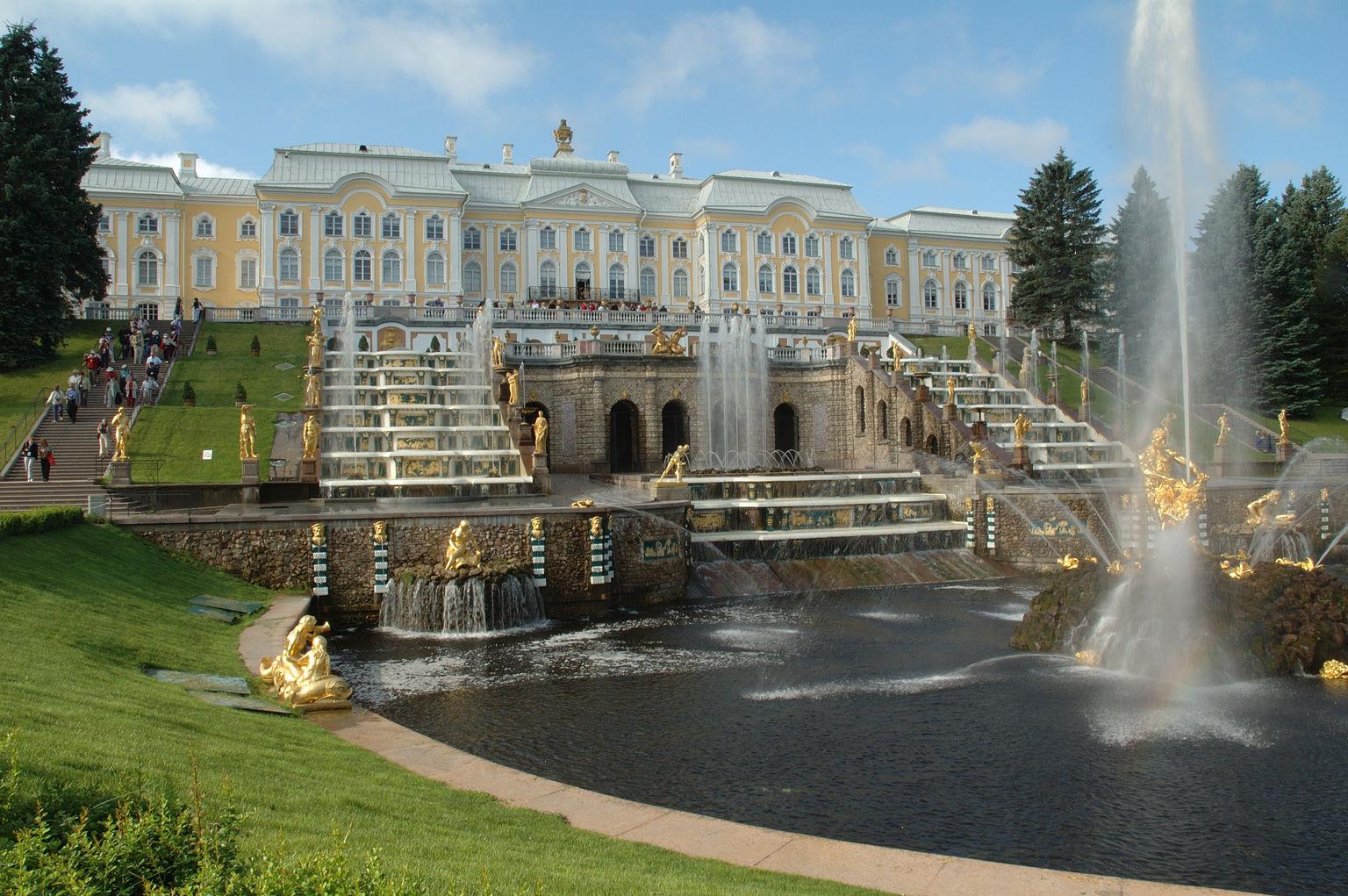 Peterhof inclusief paleis en tuinen